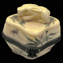Petite Boîte os sculpté - Netsuké : Lapin