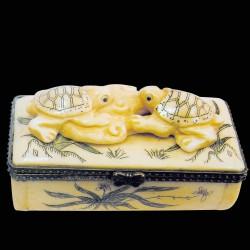 Petite Boîte os sculpté - Netsuké : 2 Tortues, L. 7 cm