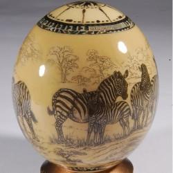Oeuf de collection - Oeuf d'autruche : Zèbres, H. 17 cm