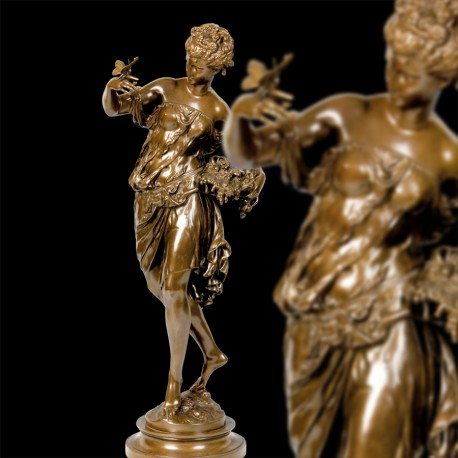 Statue - Mathurin Moreau : Femme au Papillon, H. 73 cm