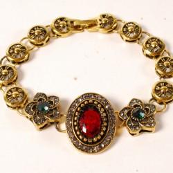 Bracelet doré serti de pierres